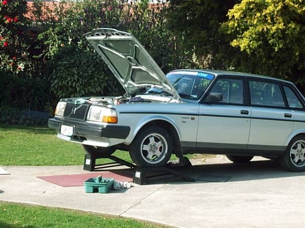 Replace a Cambelt and front engine Seals on your 240 series Volvo