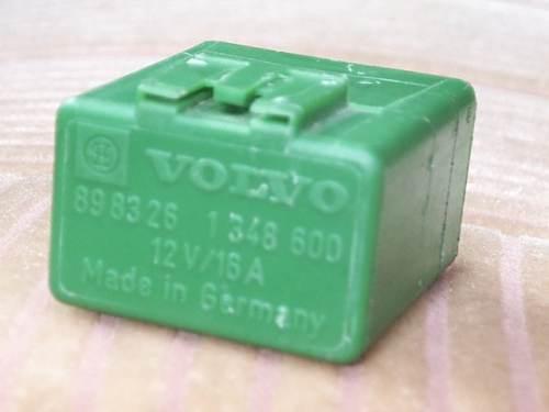 Fuelpumprelay on 1988 Volvo 740 Fuel Pump Relay