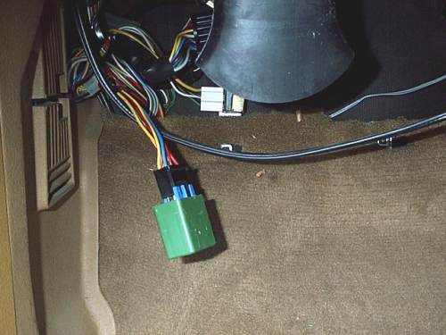 volvo adventures how to fix a fuel pump relay fuelpumprelaylocation jpg 29561 bytes location of relay